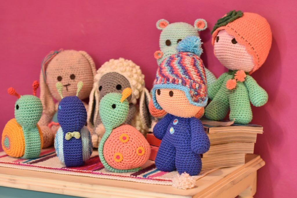 poupées tricotées cadeau bébé